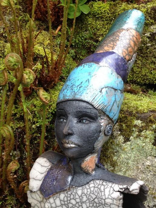 Raku Skulptur Büste Zauberhut